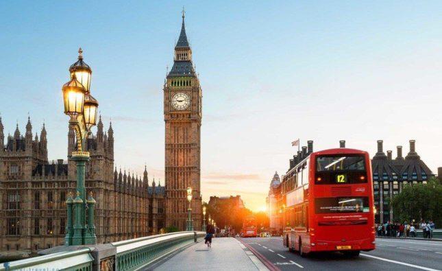 Bằng đại học ở Anh có được đánh giá cao như trước?