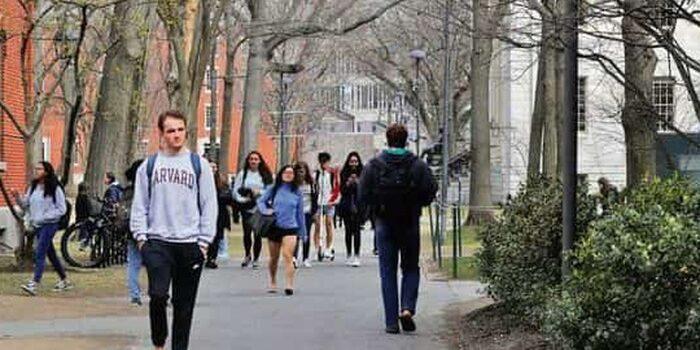 Mỹ đưa ra thông báo trục xuất các du học sinh để ép mở cửa trường học